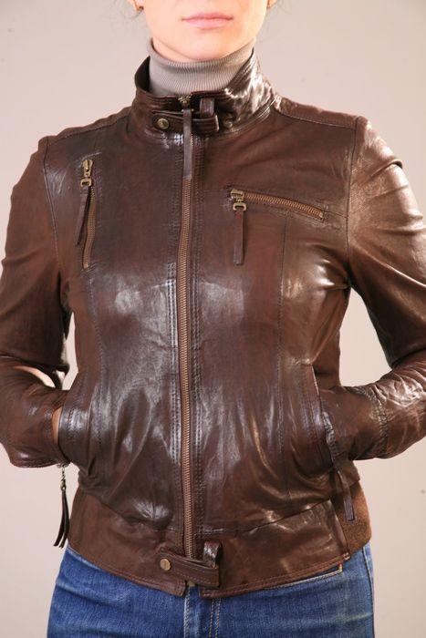 куртки со знаком шанель